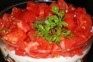 Салат «Красная шапочка с помидорами»