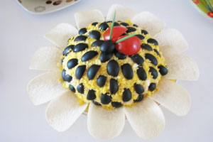 Салат «Подсолнух» с печенью
