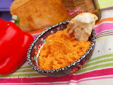 Хумус с красным перцем