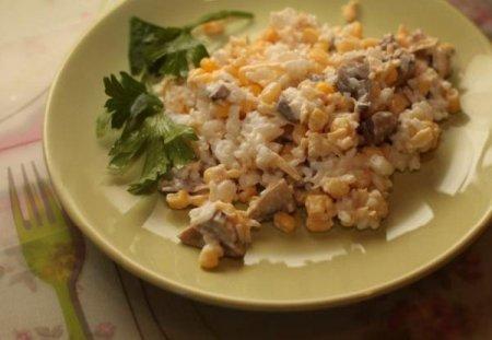 Грибной салат с кукурузой и сыром