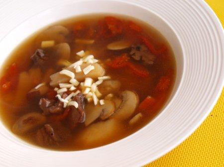 Грибной суп с фасолью и сыром