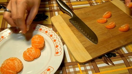 Новогодний салат с курицей и мандаринами