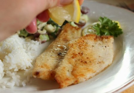 Жареная рыба на сковороде