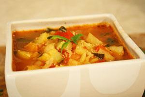 Овощное рагу с капустой, картофелем и кабачками