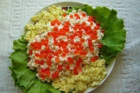 Салат с кальмарами и крабами