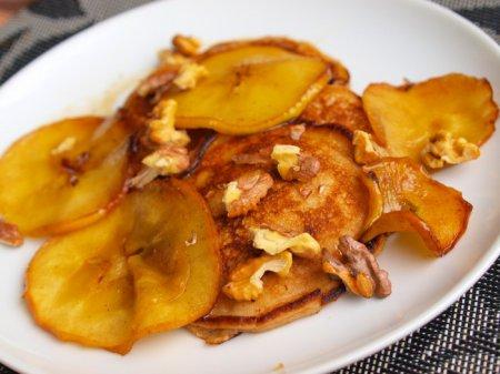 Оладьи с рикоттой и карамелизированными яблоками