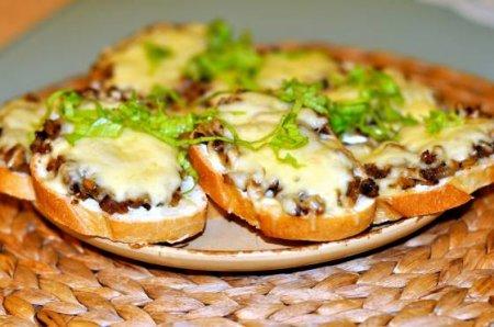 Бутерброды с грибами в духовке