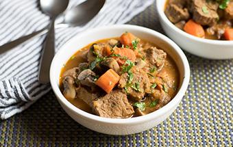 Картошка с грибами и мясом в мультиварке
