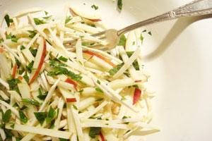 Салат из корня сельдерея и яблока