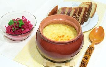 Грибы, картошка и мясо в горшочках