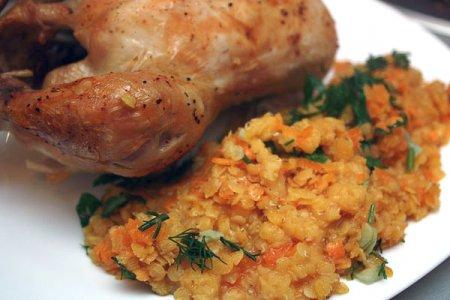 Курица в «рукаве» с гарниром из чечевицы