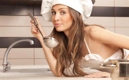 Современные женщины проводят более трех лет своей жизни на кухне