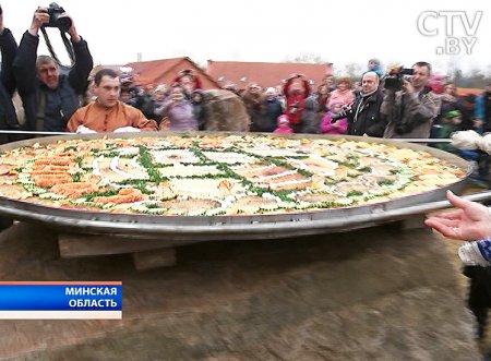 Драник диаметром 2 метра испекли в Столбцовском районе