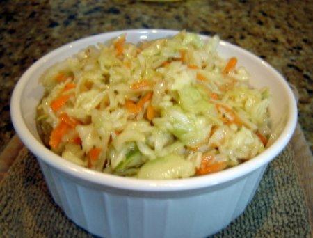 Салат из капусты, яблок и моркови