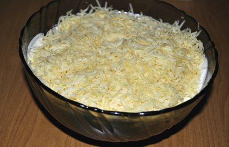Салат с печенью и яйцами