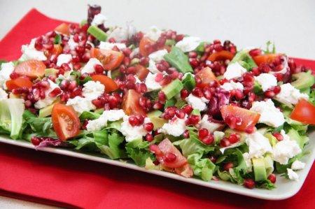 Салат из граната и сыра