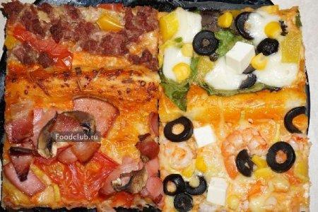 Четыре пиццы (колбасная, с фаршем, с креветками и овощная)