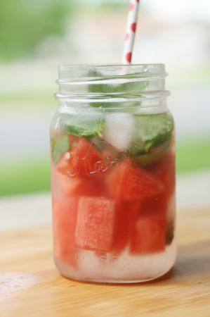 Напиток из арбуза и мяты