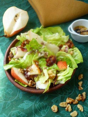 Салат с грушами и грецкими орехами
