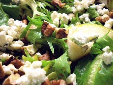 Салат с грушей и сыром
