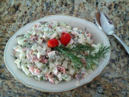 Салат с семгой и свежим огурцом