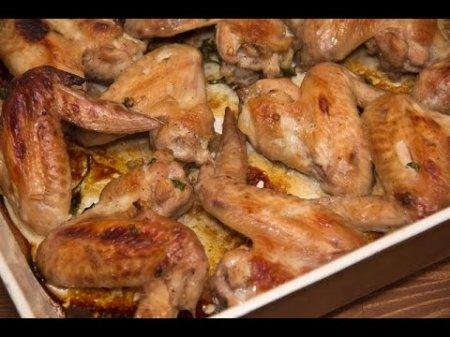 Куриные крылышки в духовке в медовом соевом соусе.