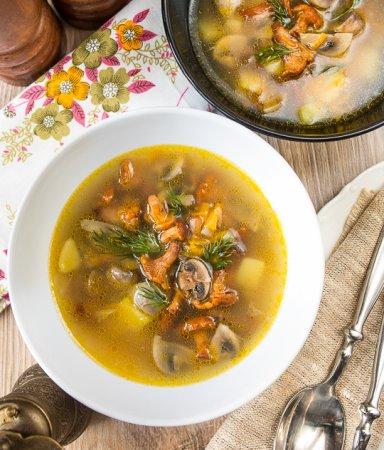 Грибной суп с лисичками и шампиньонами