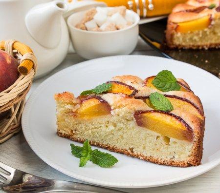 Персиково-миндальный пирог