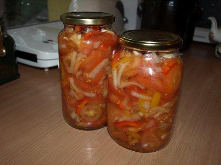 Салат из лука с помидорами на зиму