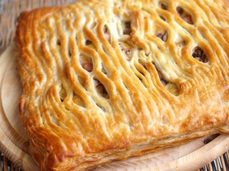Пирог с шампиньонами, сыром и ветчиной