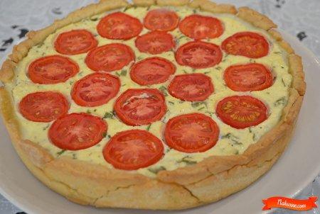 Пирог с творожной начинкой и помидорами