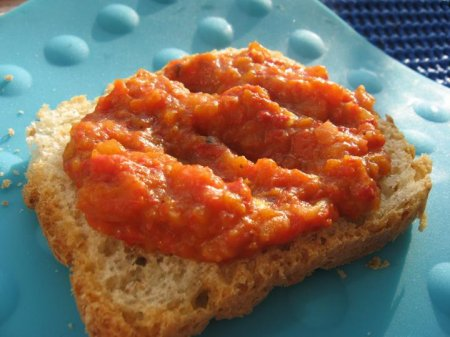 Морковь с помидорами и чесноком на зиму