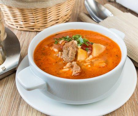Острый томатный суп с бараниной и рисом