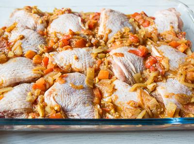 Куриные бедра, запеченные с пряном соусе