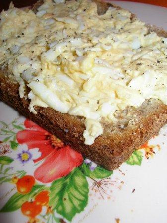 Салат из плавленого сыра с чесноком