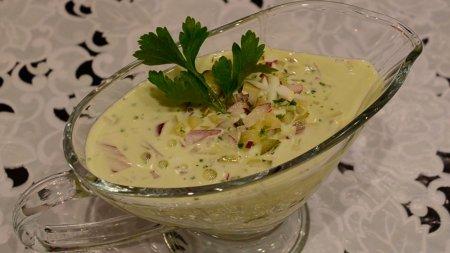 Горчичный соус с маринованными огурцами