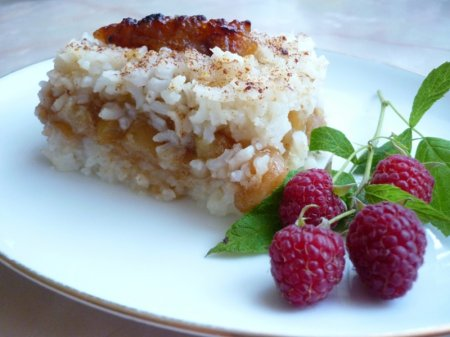 Запеканка с рисом и яблоками