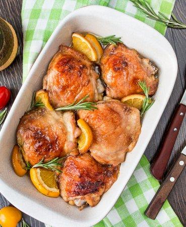 Куриные бедра, запеченные с розмарином и апельсинами