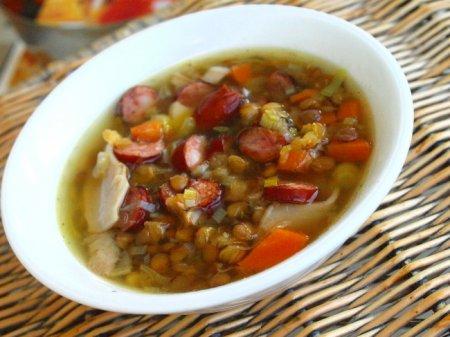 Чечевичный суп с колбасками