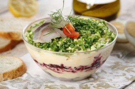 Праздничный салат из свеклы и сельди