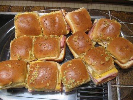 Мини бутерброды с ветчиной и сыром
