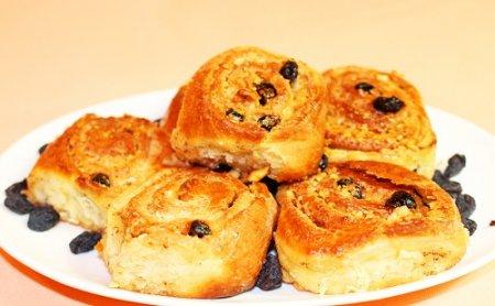 Самые вкусные булочки с изюмом и орехами