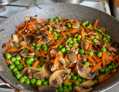 Перловка с грибами и зеленым горошком