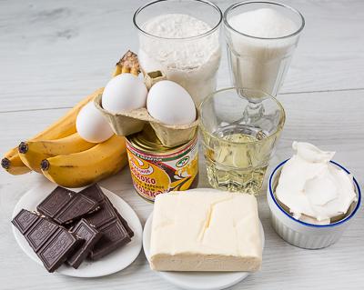 Банановые капкейки с двумя кремами