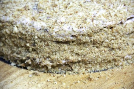 Торт медовый с черносливом и орехами