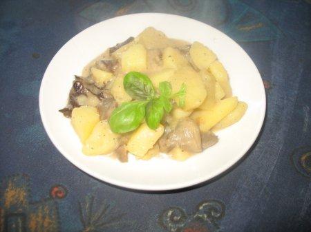 Тушеный картофель с грибами в сметане