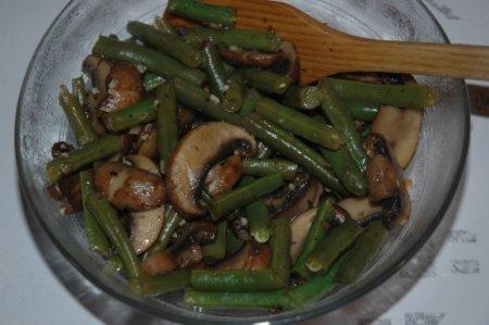 Жареные грибы с фасолью