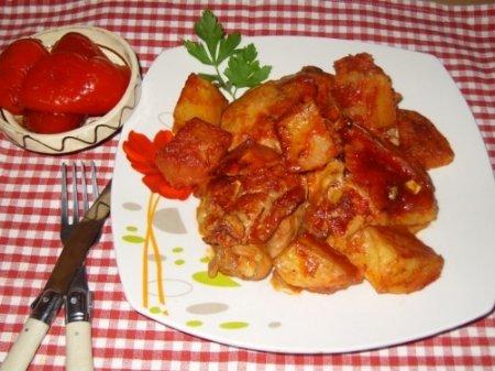Курица с картошкой в томатном соусе