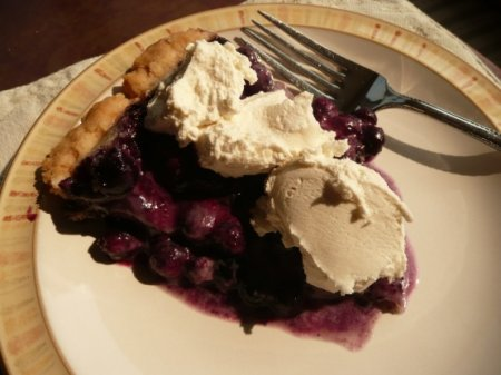 Пирог с ягодами в микроволновке