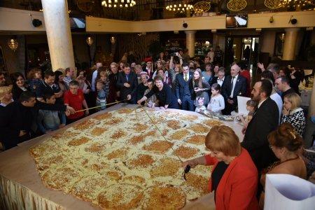 Самое большое в России хачапури приготовили в Петрозаводске